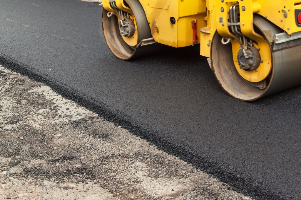 Laying a new tarmac drive in Hull