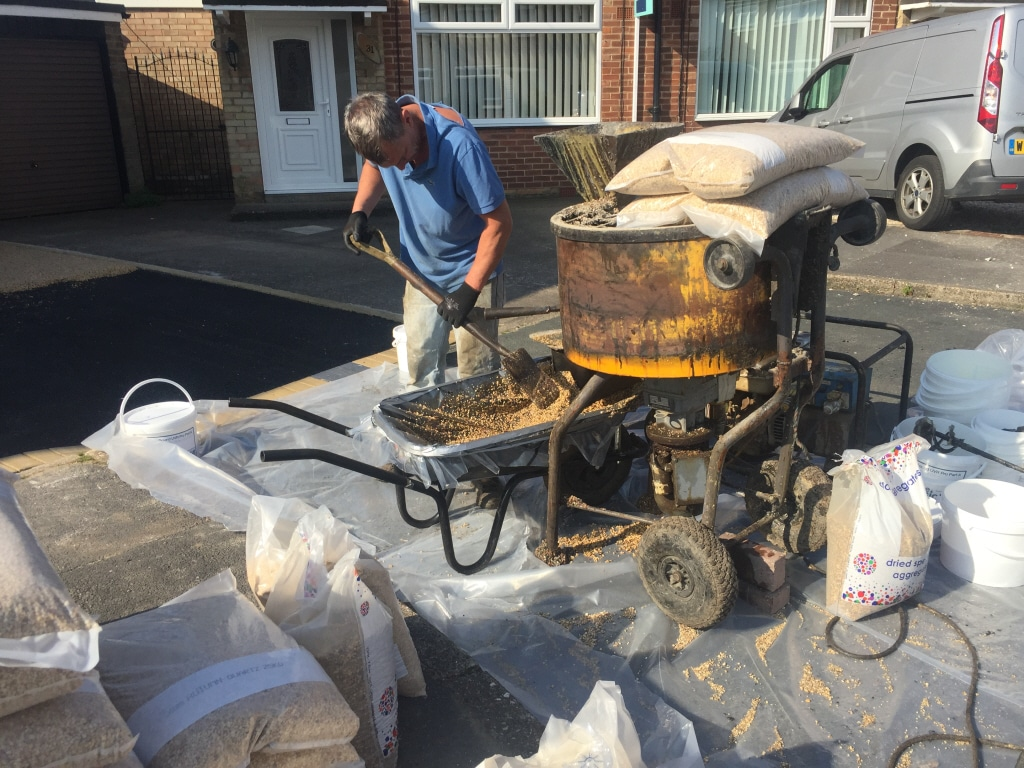 Resin installer emptying mixer